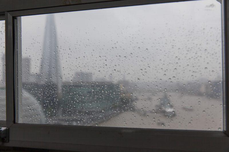 rainy wedding tower bridge