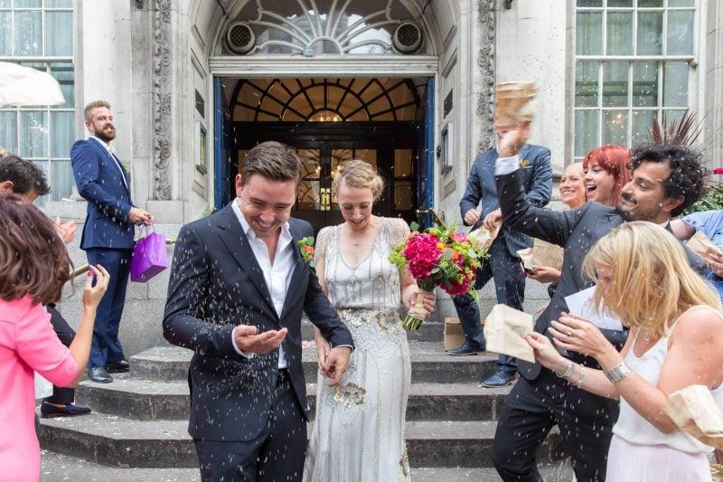 chelsea town hall london wedding confetti