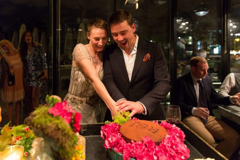 london wedding cake cutting