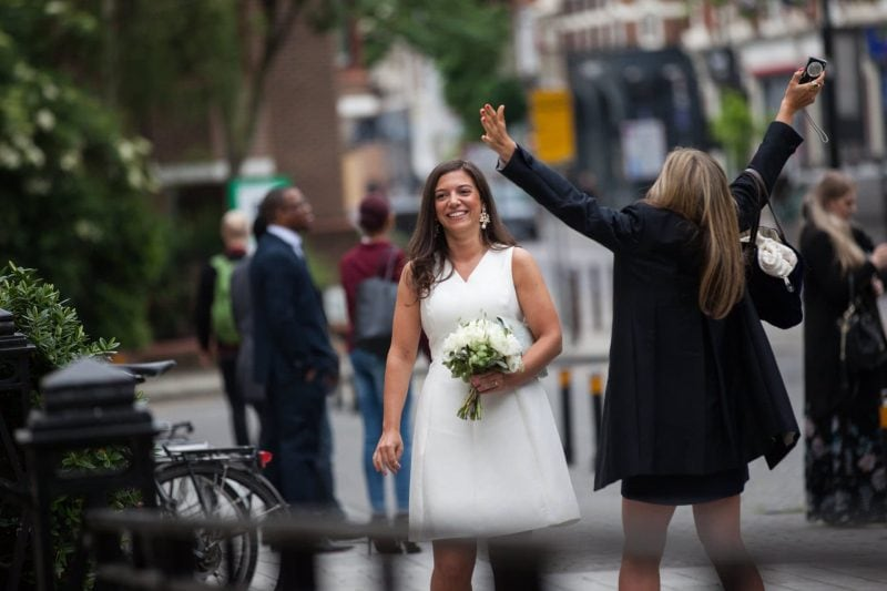 bride arriving islington town hall photographer