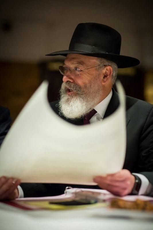 rabbi with ketubah jewish wedding tisch
