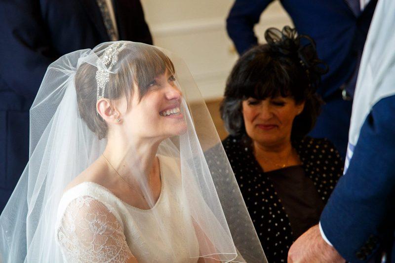 happy bride bedeken photographer