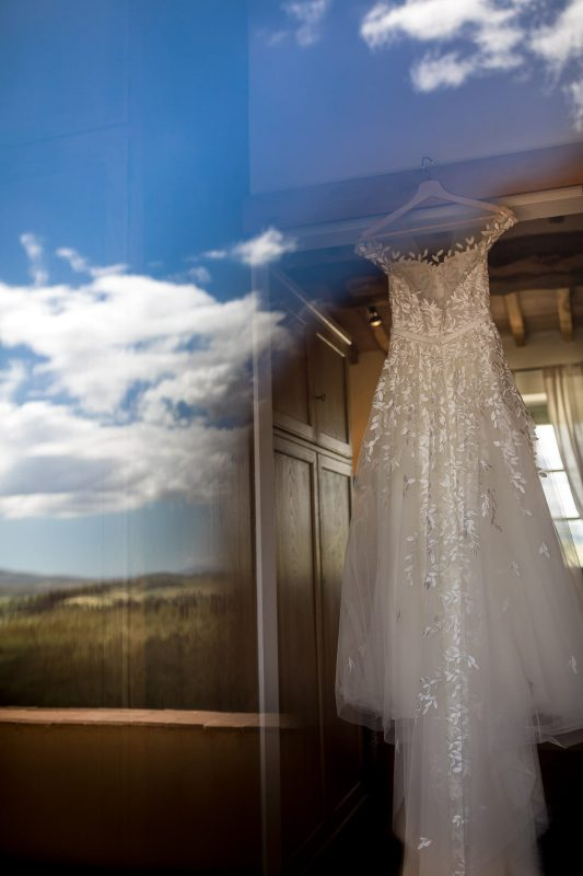 wedding dress reflection tuscany
