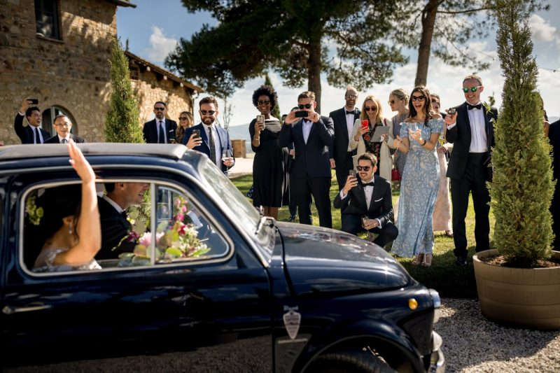 wedding tuscany fiat just married