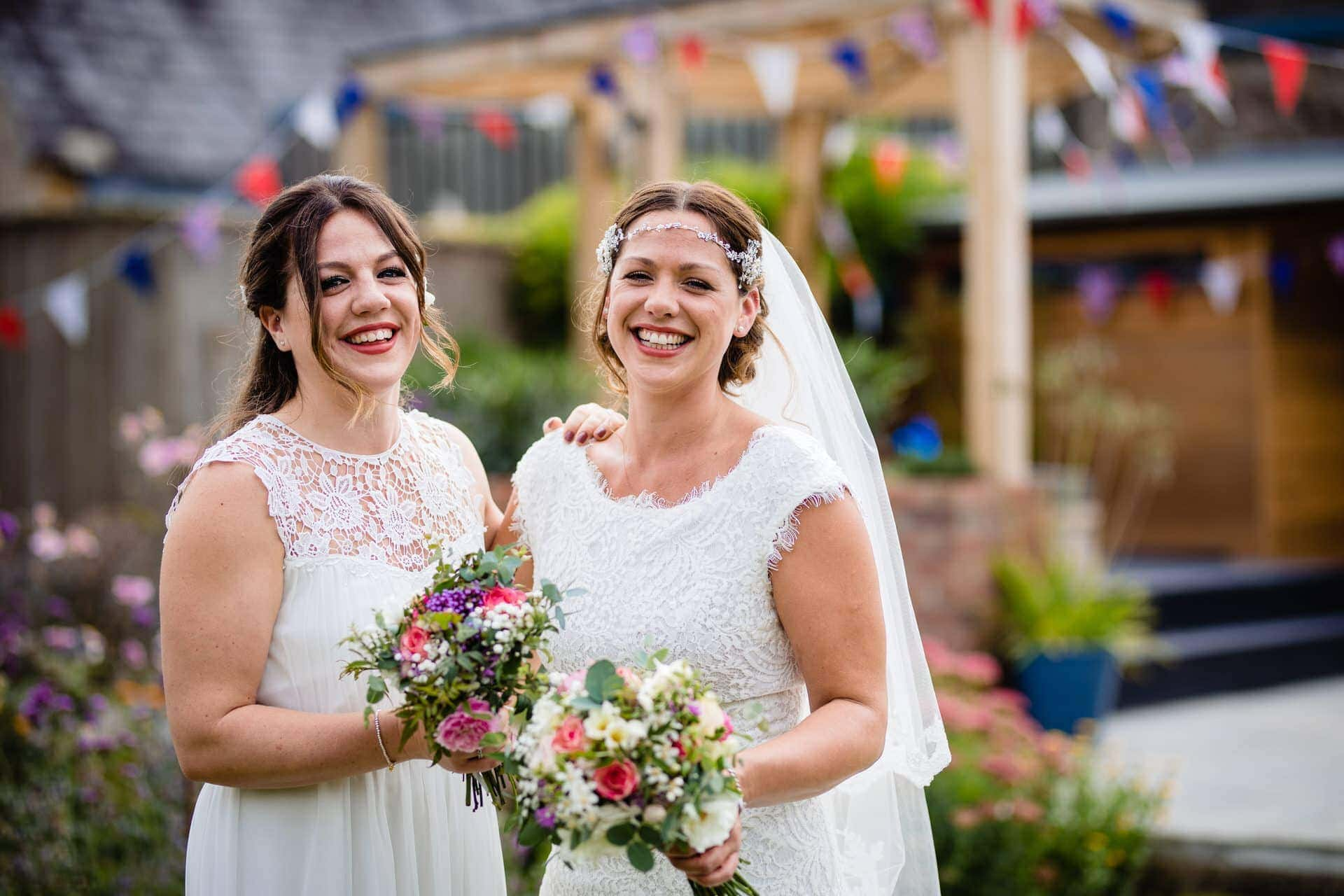 bride and sister photos